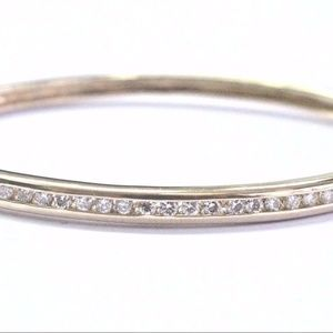 Fine Round Cut Diamond Channel Setting Yellow Gold